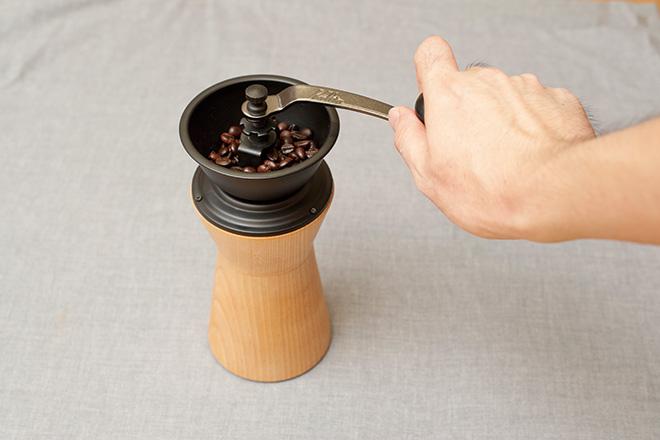 コーヒーミル回す