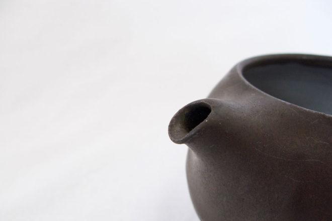 黒釉急須(丸)07
